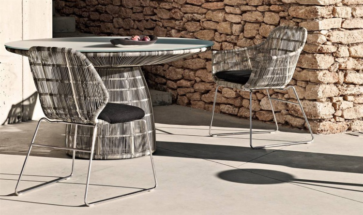 The round dining table for garden or terrace Crinoline, B&B Italia